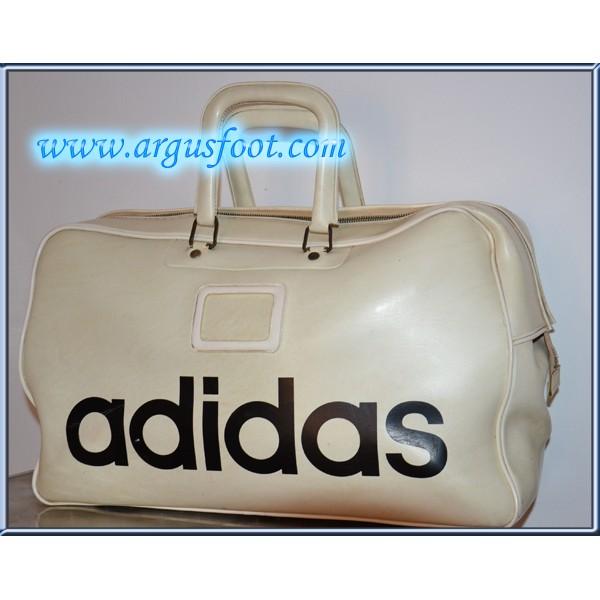 sac adidas beige sac bandouliere adidas beige vintage 959699191 ml. Black Bedroom Furniture Sets. Home Design Ideas
