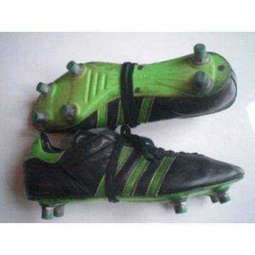 the latest f8857 8f055 Chaussures Crampons des années 90 ADIDAS PENAROL