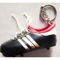 Ancien Porte clefs crampons Football adidas