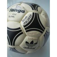 Ancien ballon ADIDAS TANGO signé joueurs saison 1986-87