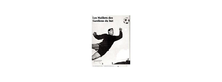 SES MAILLOTS/GANTS DE GOAL